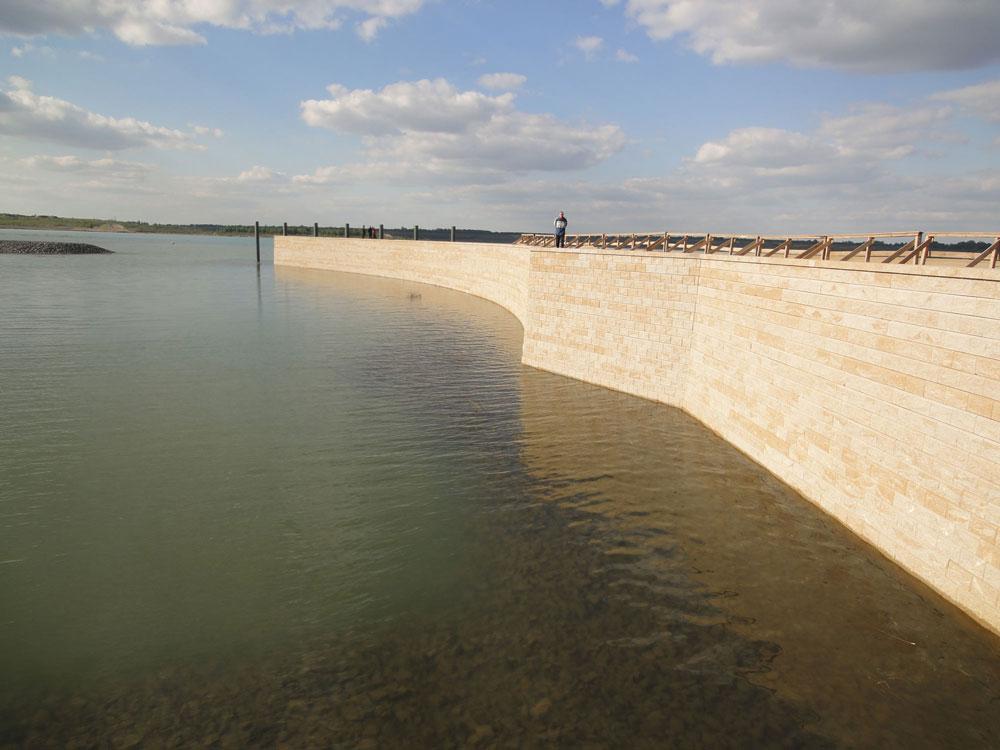 Gestaltung Hafenmauer Grunaer Bucht