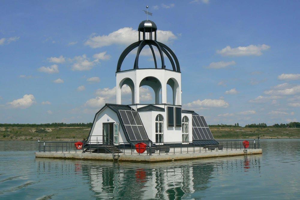 """Schwimmende Kirche """"Vineta"""" auf dem Störmthaler See"""